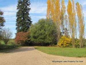 Front drive autumn #dordognelakeproperty